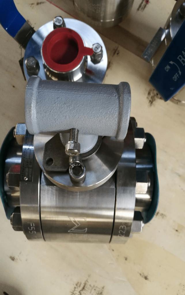Ball valve Super Duplex A182 F55 UNS S32760 body ball PTFE seats NPT ends gear operator