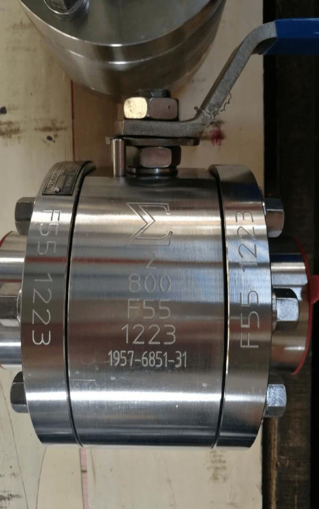 Ball valve Super Duplex A182 F55 UNS S32760 body ball PTFE seats NPT ends side