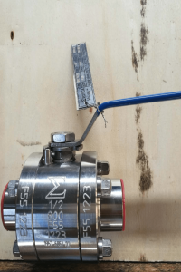 Ball valve floating type duplex A182 F51 UNS S31803 body stem and ball nameplate view